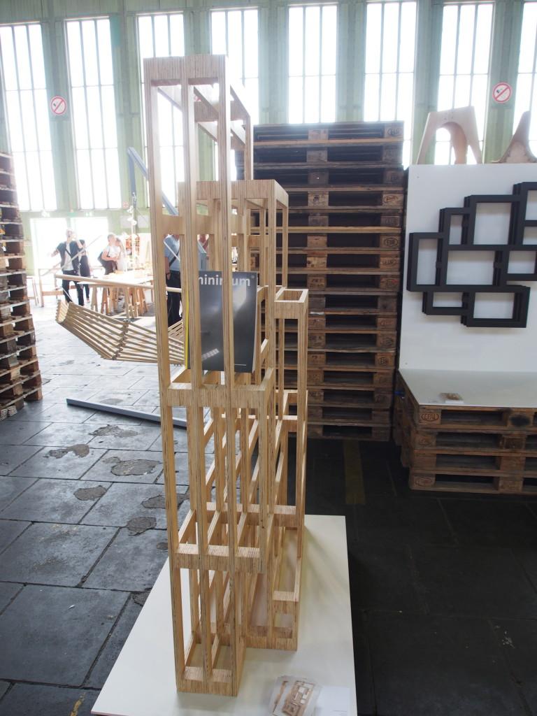 """Seitenansicht Regal """"Frames"""" von Gerard de Hoop auf der DMY 2013"""