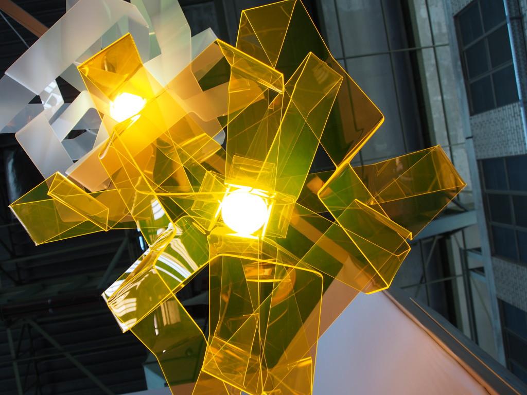 Design-Leuchte Lasso Gold aus Acrylglas