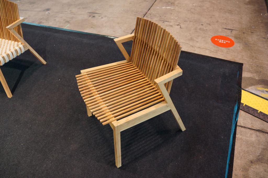 Sessel aus der Serie SE7E von Rahyja Afrange in der Variante ohne Filz