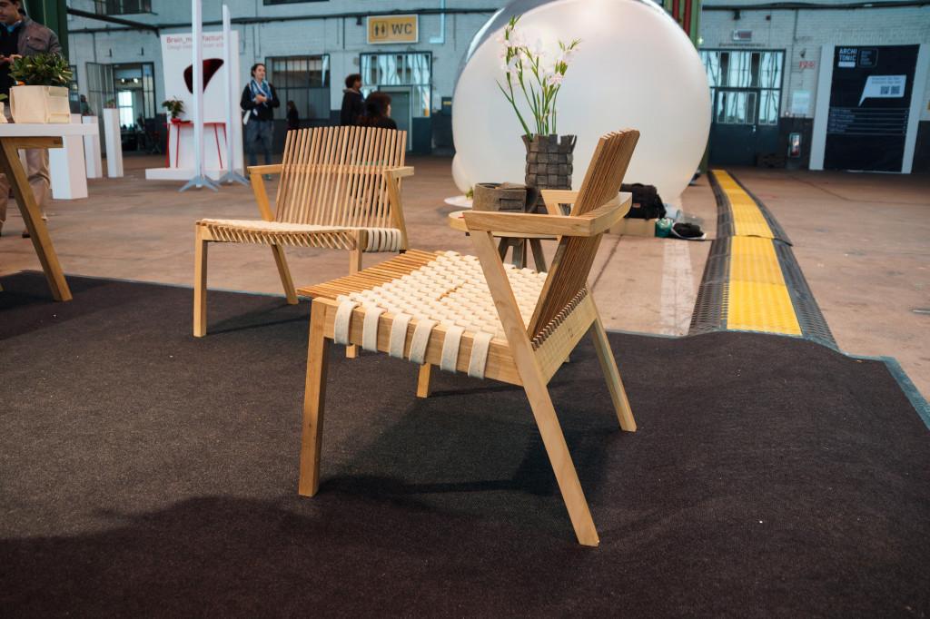 Sessel aus der Serie SE7E der brasilianischen Designerin Rahyja Afrange
