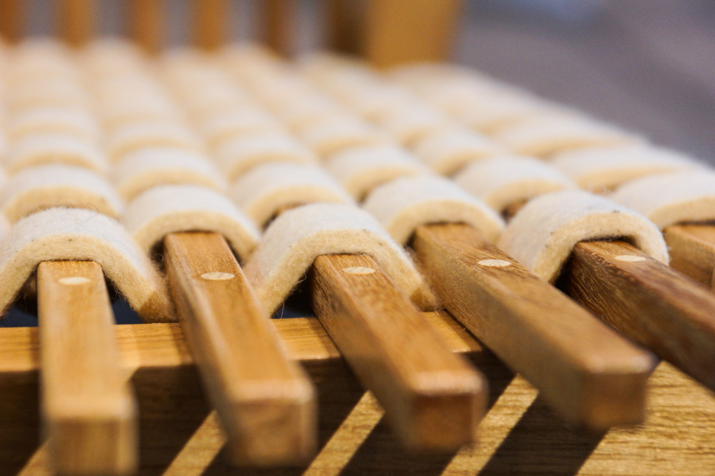 Detailaufnahme des in die Sitzfläche integrierten Filzgeflechts