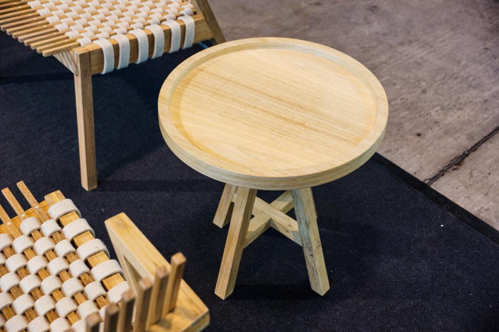 Praktisches Tischdesign mit drehbarem Tablett