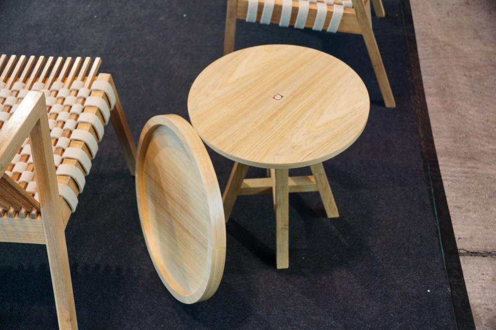 Holztisch Design mit Tablet