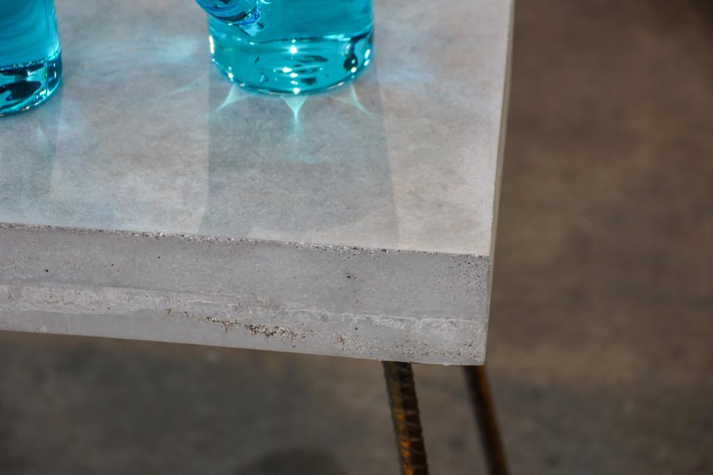 Detailaufnahme der Betontischplatte
